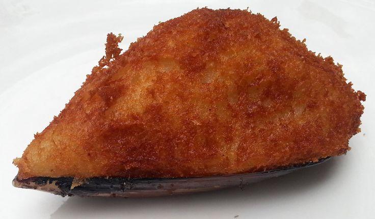 EL TIGRE. Una tapa típica murciana. Uns especie de croqueta de mejillones, con su concha.