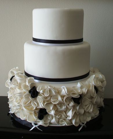 3 tier white fondant wedding cake 952 best fondant wedding cakes images on 10355