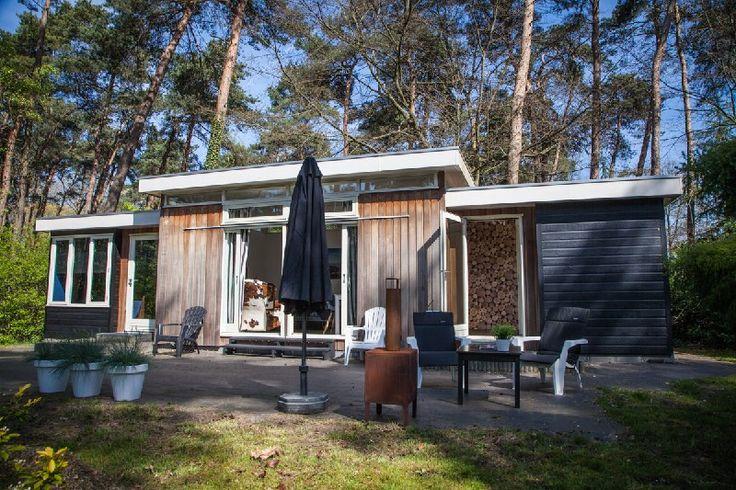 Vakantiehuis Twente / Overijssel Markelo | Luxe lodge Markelo Twente huren Onze lodge is geschikt voor 2 personen (50m2), en heeft een ruime luxe badkamer, een gezellige knusse keuken, een woonkamer en een aparte slaapkamer. De lodge is van alle gemakken voorzien en heeft een grandioos uitzicht. Ook kunt u via de grote schuifpui het terras op om met mooi weer heerlijk buiten te ontbijten!