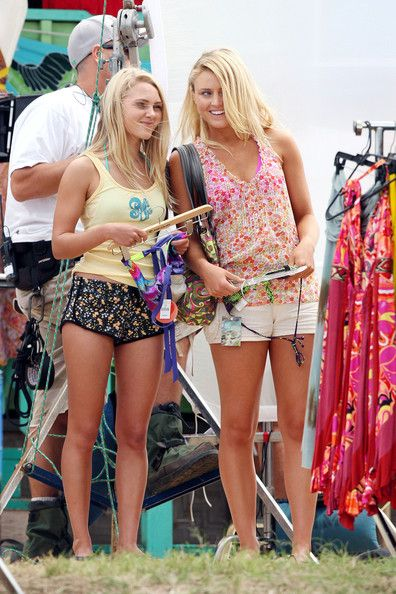 "AnnaSophia Robb Photos: AnnaSophia Robb Films ""Soul Surfer"", filming in Hawaii"