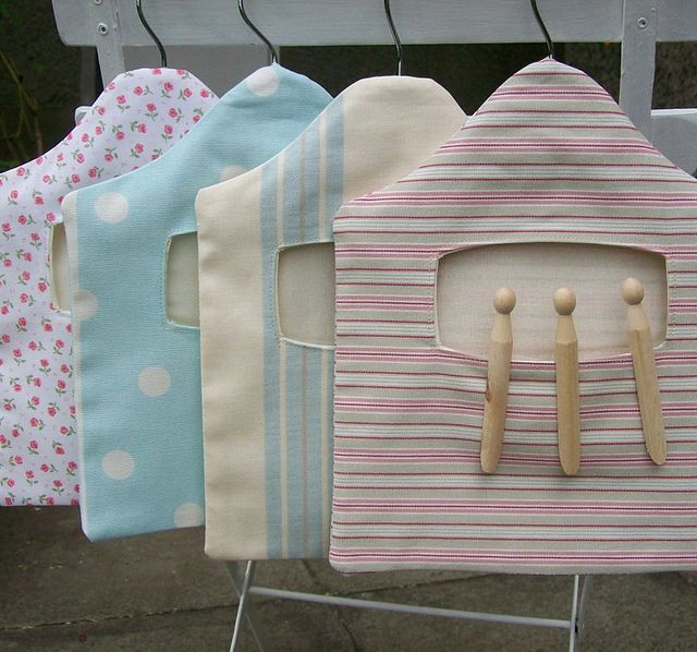 Peg bags! I want to make this out of yarn.