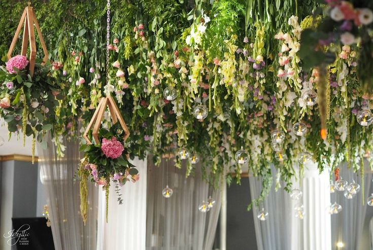 amazing flower ceiling | tavan cu flori naturale | decor eveniment by Idyllic #ceiling #flowers #wedding #eventdesign #romania