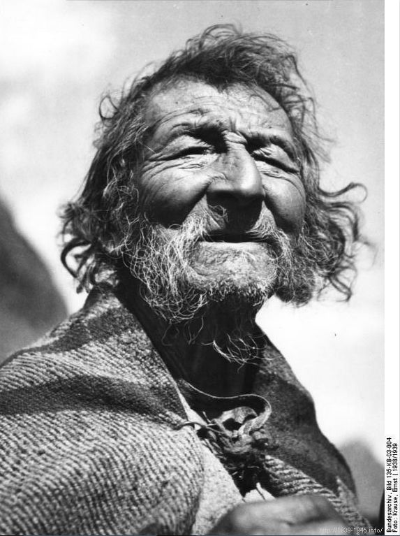 File:Bundesarchiv Bild 135-KB-03-004, Tibetexpedition, Tibeter aus Lachung.jpg Original caption Tibetexpedition, Tibeter aus Lachung Lachung, der älteste Einwohner Depicted place Tibetexpedition Date 1938 Photographer Krause, Ernst