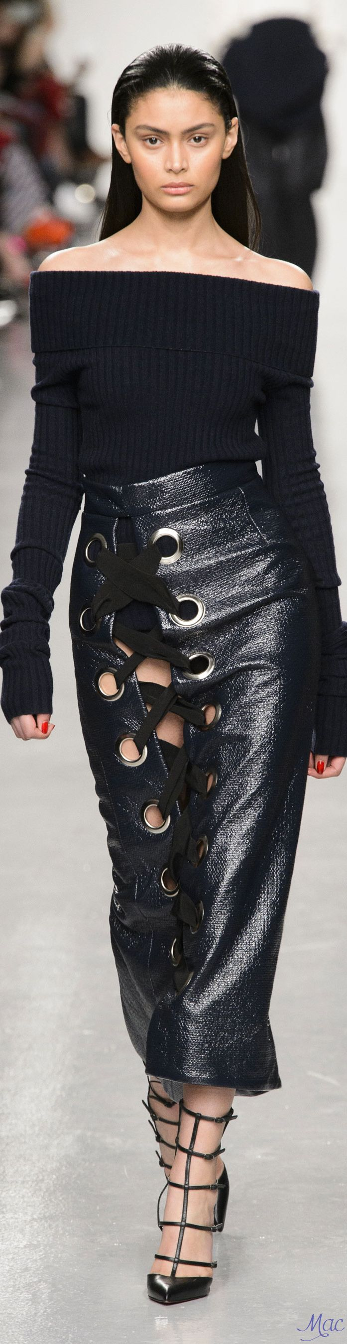 """Extreme-Lacing"" ~ Cortigiana 2017 Re. Fall 2017 RTW Teatum Jones"