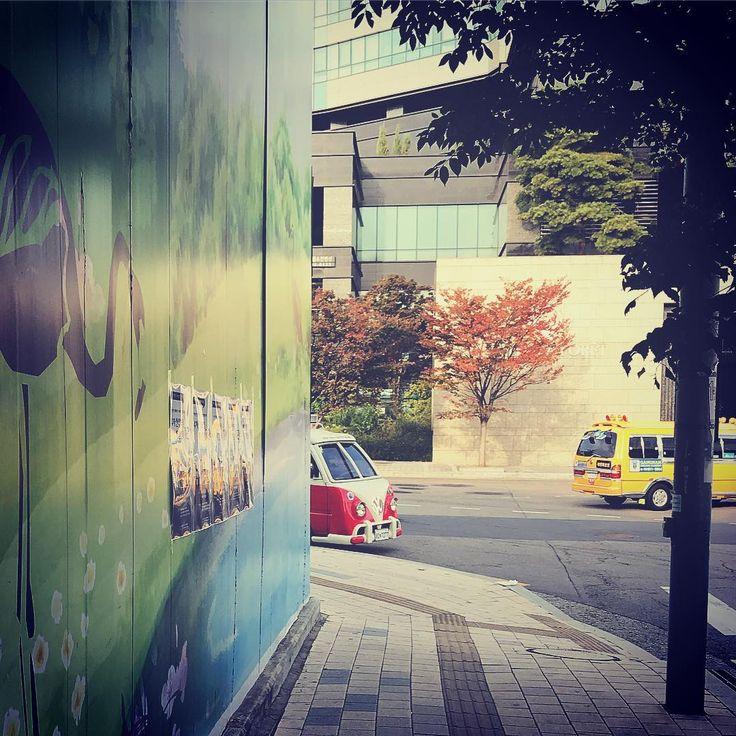 Niedliche Wolksvagen van versteckt in Seoul Forest in leuchtenden Farben #cute #wolksvagen #v …   – Instagram   me  
