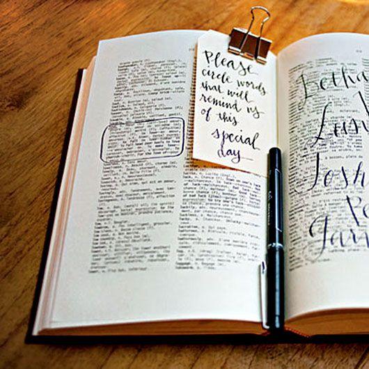 quelle jolie idée pour un livre d'or : choisissez votre mot à offrir comme message aux jeunes mariés dans un joli dictionnaire ...