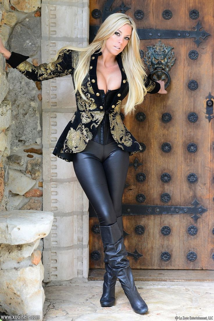 women-naked-in-sexy-boots