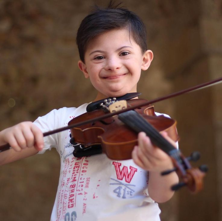 What a beaming smile! Somar, 8, wants to be a violinist and a professional swimmer when he grows up. He lives with his family in west Aleppo, #Syria and has Down's syndrome, but that's not stopping him. Thanks to a Unicef-supported programme, his mother has been able to sign him up for swimming and violin lessons - and his smile says it all. Photo: Unicef 2017 Al-Issa #photooftheday