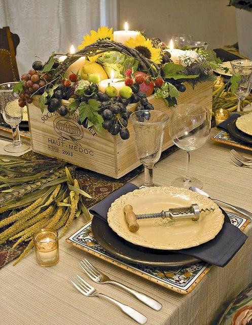 centro de mesa com frutos em caixotinho