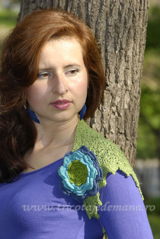 Bolero hand knit with crochet flower. http://www.tricotajedemana.ro/tricotaje-325.html Order to  tttextile@yahoo.com