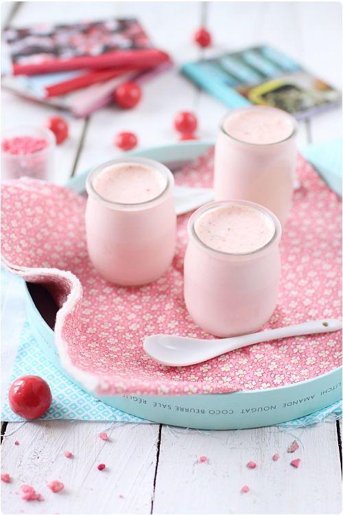 Yaourt aux pralines. (http://www.chefnini.com/yaourt-aux-pralines-roses/)