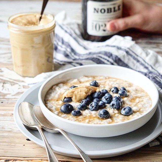Just when you thought it was summer, back to snug pajamas, the duvet and bowls of porridge. We're drooling with the latest breakfast bowl of goodness from @naturally_nutritious mixing @almomilk with oats, almond butter, blueberries and Noble maple syrup. #porridge #foodporn #melbcafes #baristalife #urbanlist #broadsheet #melbstrtup#nutrition #postworkout #vegan #nuts #almondmilk #almondmylk #almomilk #iqs #autoimmune #crohns #colitis #health #oats #winter #peanutbutter