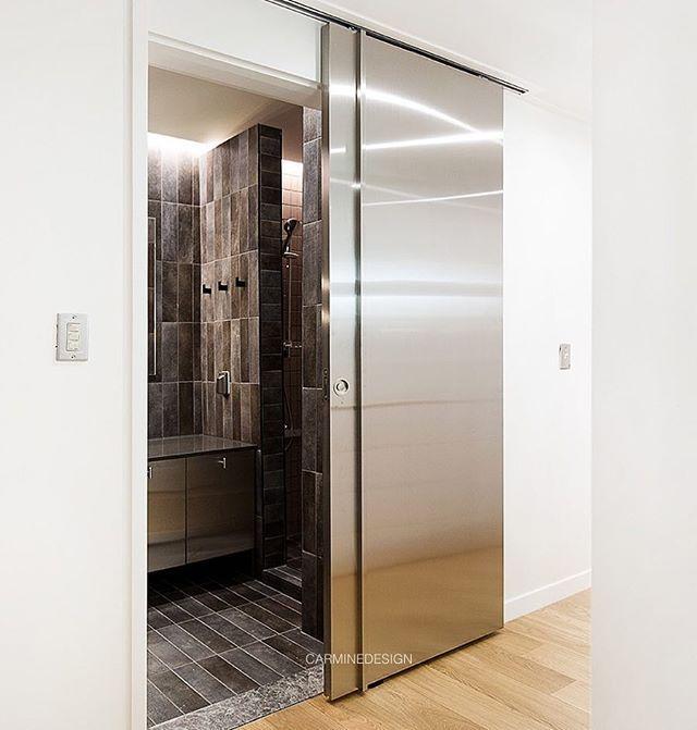 _도어 마감을 고를때 보통 우드 또는 도장도어를 선택합니다만 욕실일 경우 습기에 강한 스틸로 제작 할수도 있어요!좋은 연말 되세요_#욕실#슬라이딩도어#스틸#도어#매입손잡이#욕실도어#욕실인테리어#인테리어디자인#카민디자인#인테리어디자이너#리모델링#홈#인테리어#아파트인테리어#집#인테리어리모델링#홈인테리어#인테리어스타그램#스틸도어#금속도어#doordesign