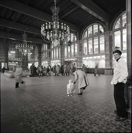 1956. Centraal Station in Amsterdam.
