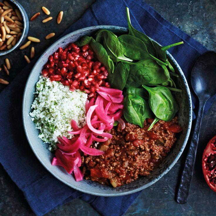 Rainbow bowl med köttgryta, blomkålsris och picklad lök