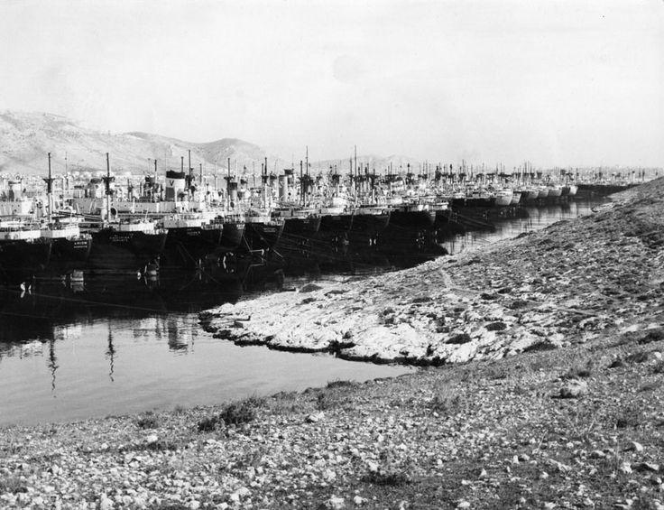 Η εικόνα των παροπλισμένων πλοίων διατηρήθηκε και στις αρχές της δεκαετίας του 1960. / Ships still remaining in lay-up berths at the beginning of the 1960's.