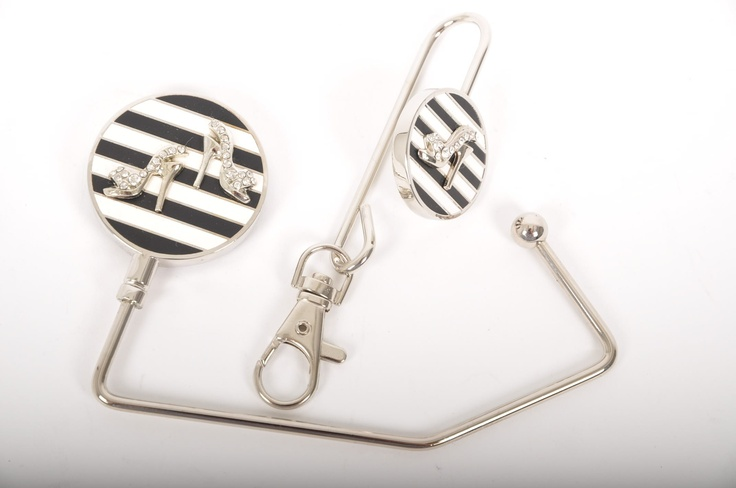 Love this fab little gift set - a matching handbag hanger and key finder in classic B, featuring gorgeous little diamante shoes!