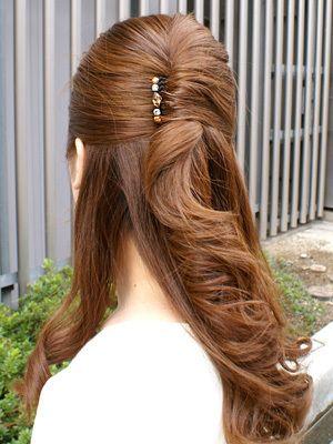 お姫様みたいなヘアアクセサリー!コームを使った上品ヘアアレンジでいつでも可愛く (2ページ目)|MERY [メリー]