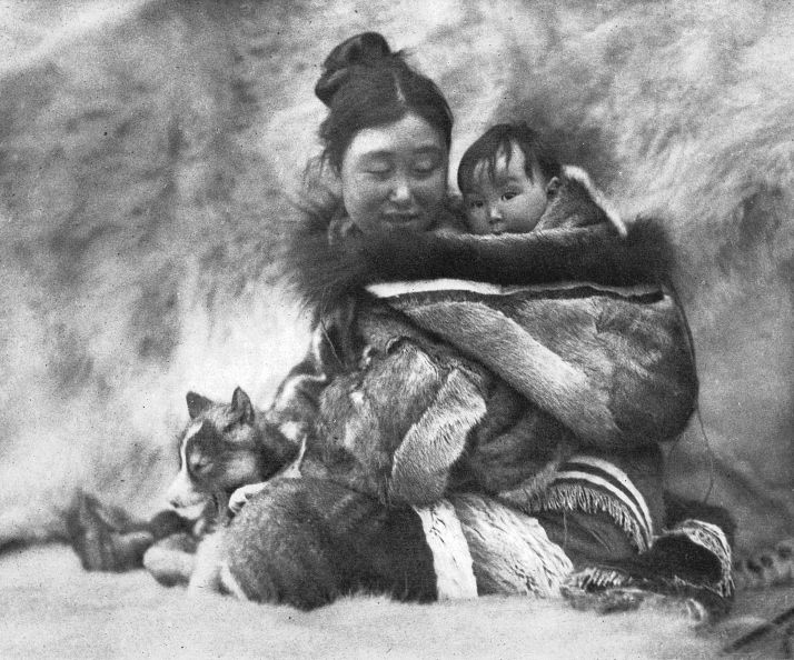 Nanook's wife & child, Cape Dufferin, QC, 1920–21, Photograph by Robert J. Flaherty