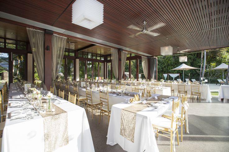 Gold themed wedding.... Shining!