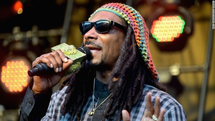 Italian police seize money from Snoop Dogg at airport