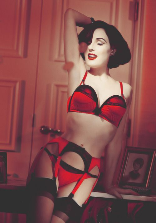 Out of all the lingerie collections Dita von Teese has done (5), her two ranges for Wonderbra were the best.