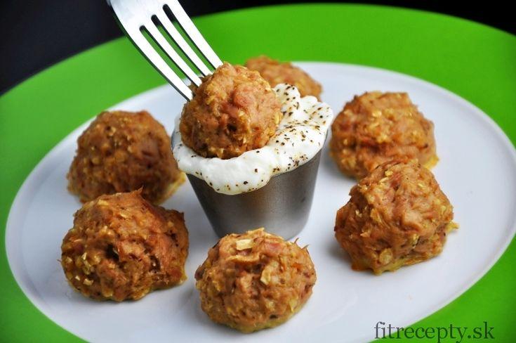 Výborné rybacie guľky plné bielkovín a omega 3 mastných kyselín – skvelá sýta večera, ktorá nezaťaží žalúdok! Ingrediencie (na 1 porciu): 250g tuniaka Calvo vo vlastnej šťave, prípadne lososa (konzervovaný alebo čerstvý)* 20g ovsených vločiek 1 vajce morská soľ čierne mleté korenie cesnakové korenie Postup: Ovsené vločky si najemno pomlieme alebo rozmixujeme. Následne ich vmiske […]