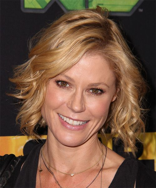 casual haircuts for julie bowen wavy casual hairstyle golden 5732