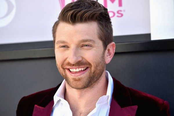Though Brett Eldredge has a jam packed schedule between making music and touring with Luke Bryan, the singer says he's ready to find love.