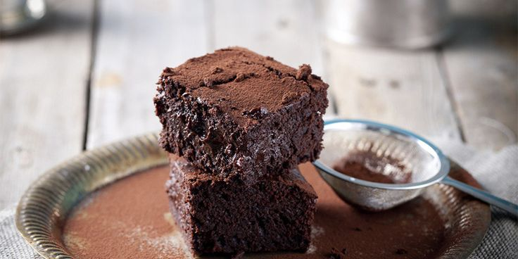 Here's how to make the gooiest brownies ever, with just six ingredients and one trusty appliance.   We've heard about all kinds of techniques for getting fudgy brownies, from simply using less flour to baking them for a short a...