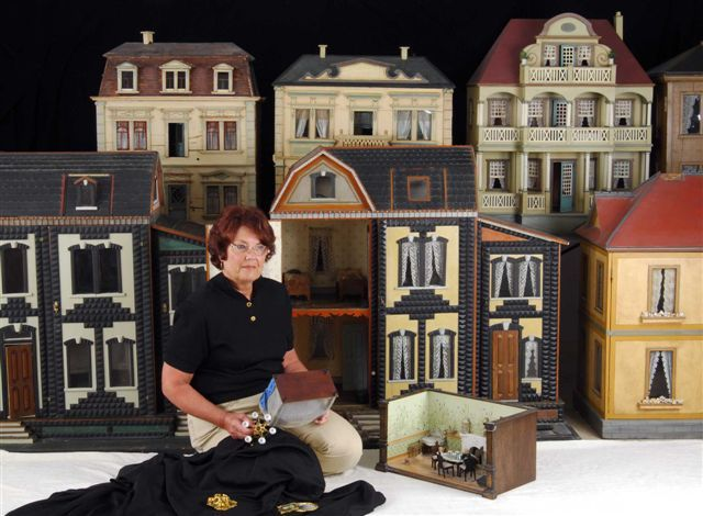 Dollhouse Exhibition And Toy: Ann Meehan's Antique Dolls Houses And Miniatures Image