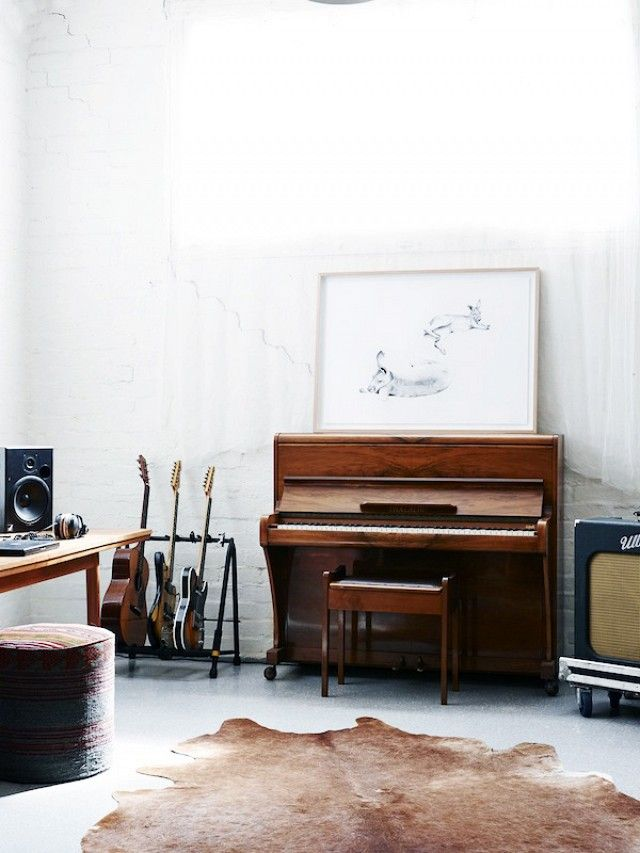 How+to+Display+Musical+Instruments+as+Décor‎+via+@mydomaine