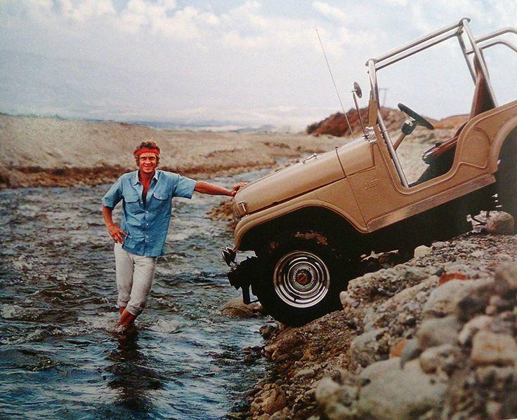 Ciel bleu, yeux bleus et une unique Jeep CJ à moteur Chevy V8; Le photographe Milton Greene accompagna Steve McQueen au Mexique…