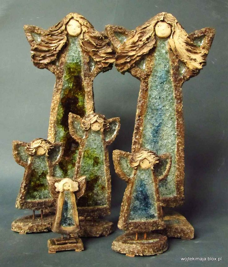 Angels with glass - MAY WOJTEK and artistic ceramics workshop In the first firing clay is sintered at biscuit, then dyed, glazed, decorated with ground glass and fired again. In the second firing a process of melting glazes and glass and crystal effect is created in the glass. Glass ceramics used in our recycled.