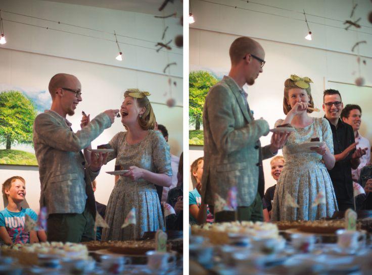 Wedding photography, #CakeCutting, Taart aansnijden, #WeddingPhotography, Nederland, vintage Laura Dols trouwjurk, bruidsfotograaf, trouwfotografie  www.witfoto.nl  Wit Photography | Bruidsfotografie Zuid-Holland, Arkel