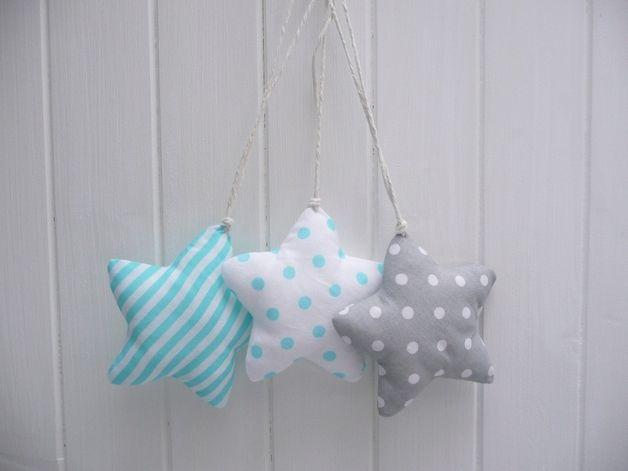 Handgenähtes, Baumwolle Sterne, um das Innere jeden Tag und an den Feiertagen zu verzieren. Abmessungen ohne lange Anhänger: 10 x 10 cm. Eigenes Projekt.  Preis pro Stück. Wählen Sie die Farbe...