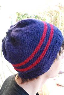 Patron gratuit d'un bonnet à rayures pour hommes au tricot.