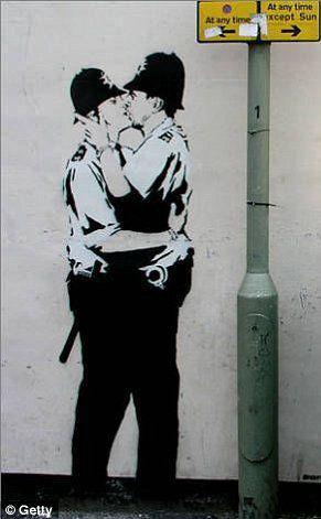 Crítica social en toda la expresión de la palabra creada por el artista urbano Bansky en un mural cerca del metro en el Reino Unido.