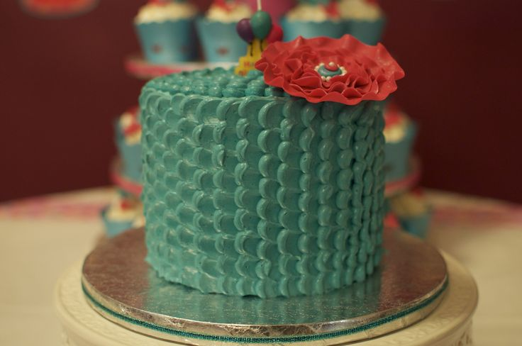 Petal Effect With ButterCream and Fondant Ruffled Flower