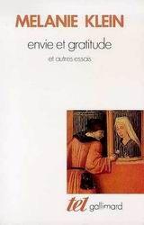 « Il y a déjà un certain temps que je cherche à découvrir l'origine de deux attitudes, connues depuis toujours : l'envie et la gratitude. Je suis arrivée à la conclusion que l'envie était le facteur le plus actif pour saper, à leur base même, l'amour et la gratitude, dans la mesure où elle s'attaquait à la plus archaïque de toutes les relations humaines : la relation à la mère. » -Mélanie Klein en 4e de couverture