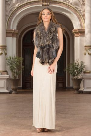 A new twist on one of our favourite styles-chic jackets! This type of spectacular yet chic jackets with natural fur looks great with an elegant evening dress, but also with a casual daytime outfit.