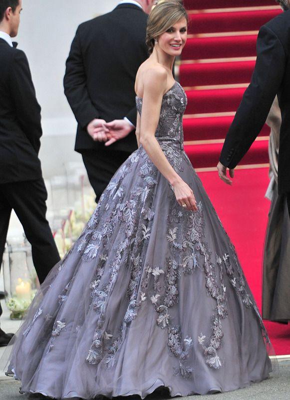 Princesa Letizia de Felipe Varela en la gala pre-boda de Guillermo y Kate