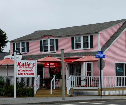 Best ice cream on Cape Cod. Main St. Hyannis. I love summer :)