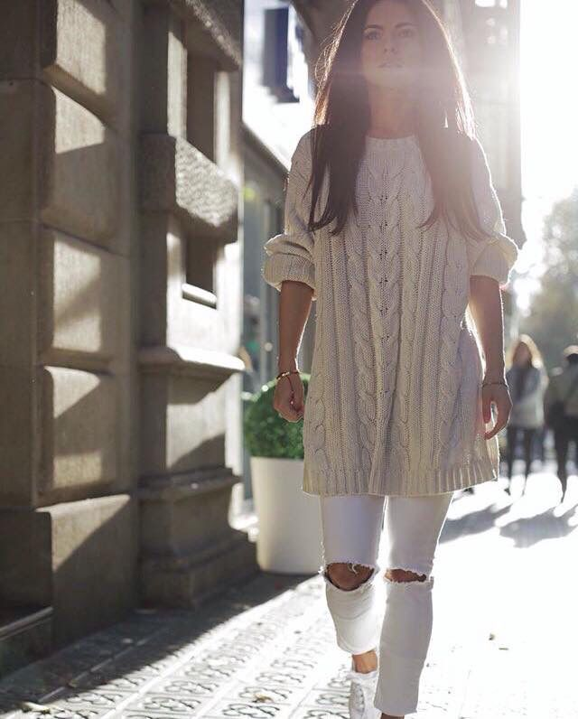 Skinny white jeans,long sweater....nude and white color...sneakers!great combination!inna rocks