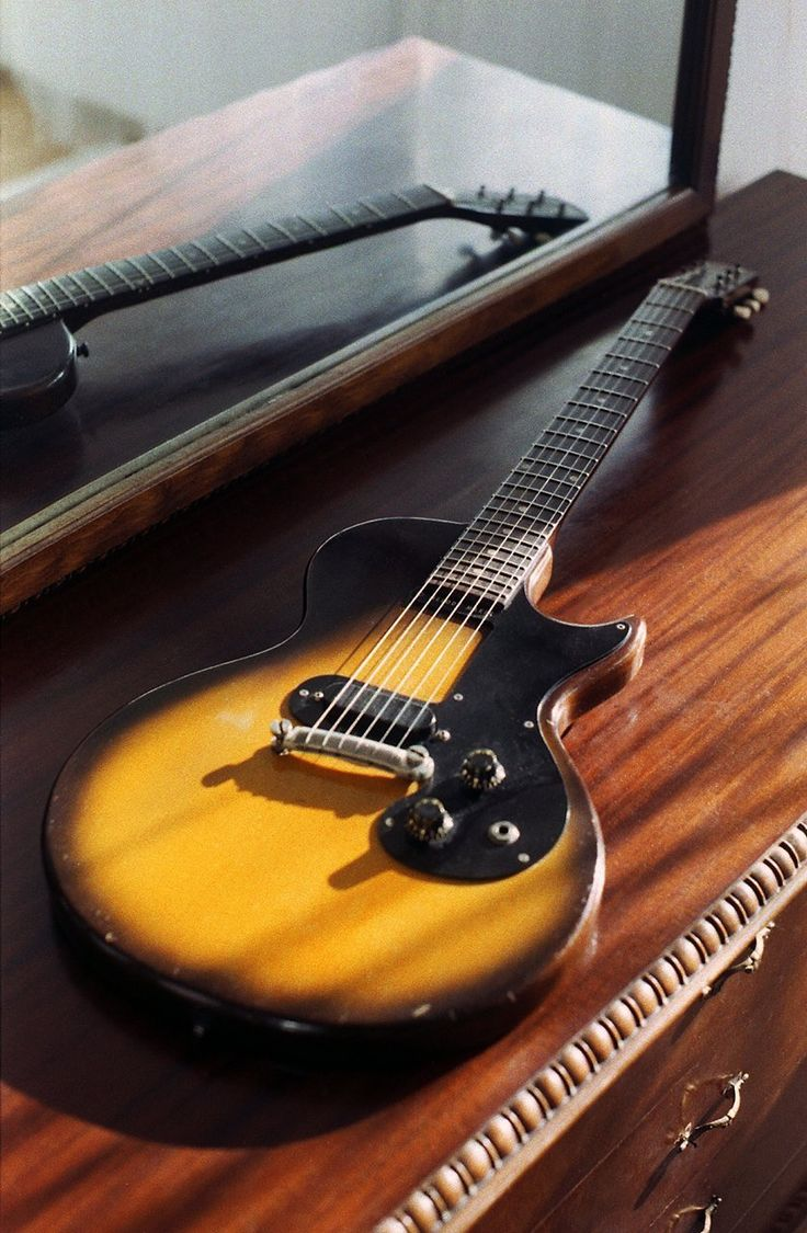 1959 Gibson Melody Maker Sunburst vintage electric guitar