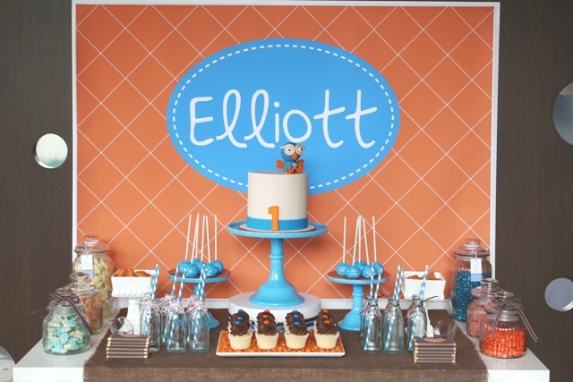 Giggle & hoot table by Mon Tresor & Couture Cupcakes & Cookies  www.montresor.com.au
