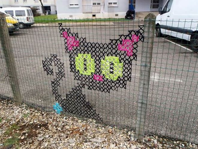 Creative Street Art - Cross-Stitch Murals on Fences | iCreativeIdeas.com Like Us on Facebook ==> https://www.facebook.com/icreativeideas