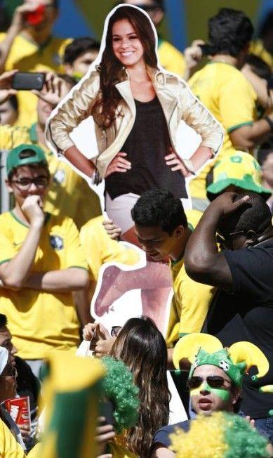 Bruna Marquezine, namorada de Neymar, também marca presença Foto: Alexandre Cassiano / Alexandre Cassiano