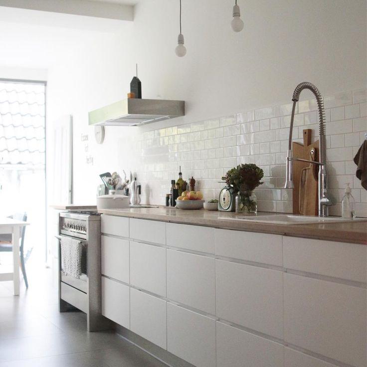 Mein lieblingsplatz im haus ist unsere küche mit dem glasanbau den man hier nur erahnen kann für mich ist die küche das herzstück des hauses