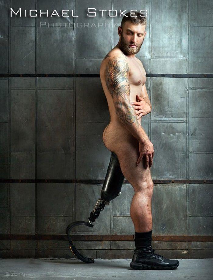 体の一部を失った負傷兵達がモデルの写真集。あまりにも魅力的な姿に世界が注目!
